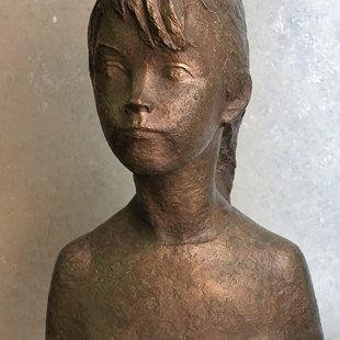 "Aleksandra Briede (1901-1992) ""Meitenes portrets"", 1968. Bronza, 46x34x24 cm. LMS muzejs"