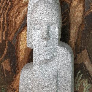 """Arta Dumpe (1933) """"Silvijas portrets"""", 1979. Granīts, 80x40x35 cm. LMS muzejs"""