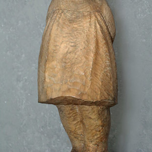 "Līze Dzeguze (1908-1992) ""Pūcīte"", 1980. Koks, 70x24x25 cm. LMS muzejs"